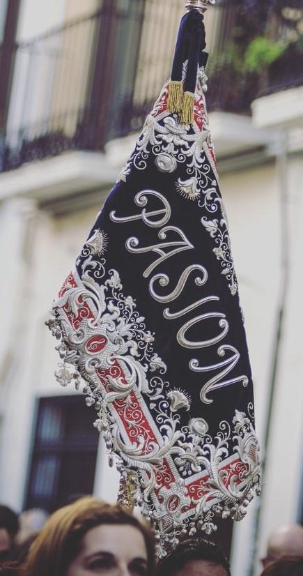 """Banderín de la Agrupación Musical """"Nuestro Padre Jesús de la Pasión"""" de Linares (Jaén)"""